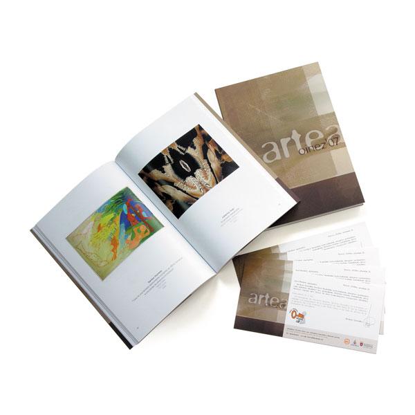 """Publicaciones: Catálogo e invitaciones de la exposición de arte """"Oinez'07″"""